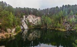 Weergeven van de steengroeve van Tal 'k in het gebied van Sverdlovsk royalty-vrije stock afbeeldingen