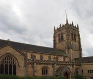 Weergeven van de toren en de belangrijkste ingang van de kathedraalkerk van heilige peter in Bradford West-Yorkshire stock fotografie