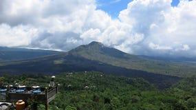 Weergeven van de vulkanische caldera van Batur, in het Kintamani-berggebied stock afbeelding