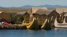 Weergeven van Drijvend Uros Village, Meer Titicaca, Peru stock videobeelden