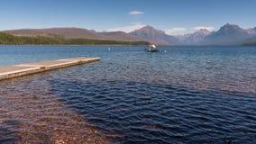 Weergeven van een boot op Meer McDonald in Montana op 20 September, 2013 stock foto's