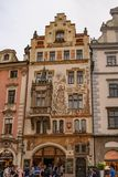 Weergeven van een gesierd gebouw in Praag royalty-vrije stock fotografie