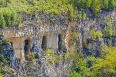 Weergeven van een steenmuur en vensters in een natuurreservaat van sint-Pietersberg royalty-vrije stock foto