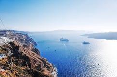 Weergeven van Fira en Egeïsche Overzees, Santorini-Eiland, GRIEKENLAND stock foto's