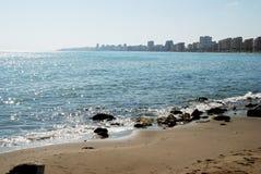 Weergeven van Fuengirola kustlijn en strand, Spanje royalty-vrije stock afbeeldingen