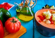 Weergeven van gazpacho, een typische Spaanse maaltijd stock foto's