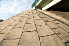 Weergeven van gewapend beton de wegbrug van de plakkenhelling stock fotografie