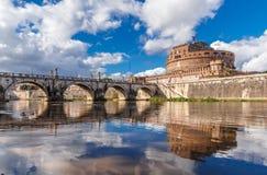 Weergeven van Hadrian Mausoleum, Castel Sant 'Angelo in Rome, Italië stock afbeeldingen