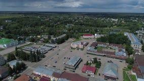 Weergeven van het Centrale vierkant van stad Kashin De luchtvideo van het Tvergebied, Rusland stock videobeelden