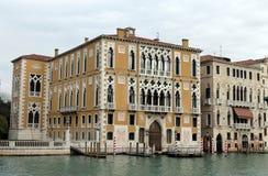 Weergeven van het Grote kanaal, paleizen Barbaro en Franchetti Cavalli in Veneti? royalty-vrije stock foto