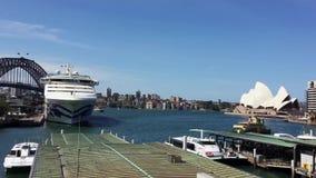 Weergeven van het Huis van Sydney Harbour Bridge en van de Opera, Sydney, Australië stock videobeelden