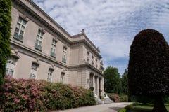 Weergeven van het Iepen vergulde leeftijdsherenhuis in Nieuwpoort, RI royalty-vrije stock foto