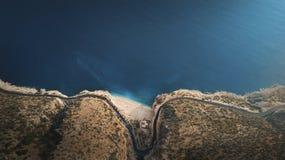 Weergeven van het Kaputas-Strand van boven genomen met hommel Kalkan Turkije stock fotografie