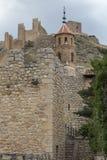 Weergeven van het kasteel van AlbarracÃn van binnenuit de stad, Teruel stock foto's