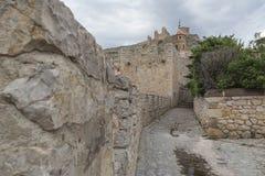 Weergeven van het kasteel van AlbarracÃn van binnenuit de stad, Teruel stock fotografie