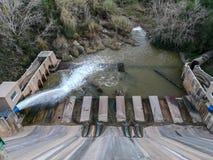 Weergeven van het lagere deel van de Regajo-dam stock foto's