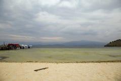 Weergeven van het meer Tota en zijn wit strand royalty-vrije stock fotografie