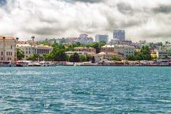 Weergeven van het overzees aan de Kornilov-dijk van de Baai van Sebastopol royalty-vrije stock foto's