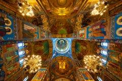 Weergeven van het plafond in de kathedraal stock foto's