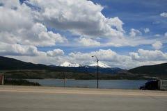 Weergeven van het spoor op de sneeuwpieken van Rocky Mountain in Denver, de V.S. royalty-vrije stock fotografie