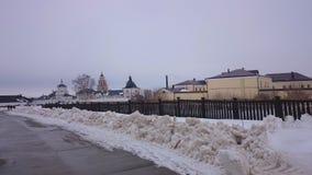 Weergeven van het stad-eiland Sviyazhsk in de winter stock afbeeldingen
