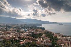 Weergeven van het strand van de kustmeta van Sorrento, reisconcept, ruimte voor tekst stock foto
