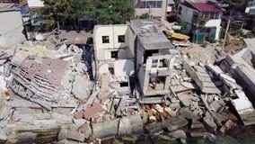 Weergeven van het vogelperspectief van de gevolgen van de grondverschuiving in de stad van Chernomorsk, de Oekraïne stock videobeelden