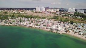 Weergeven van het vogelperspectief van de gevolgen van de grondverschuiving in de stad van Chernomorsk, de Oekra?ne stock videobeelden