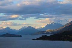 Weergeven van het Vooruitzicht van Bennetts Bluff, Meer Wakatipu, Nieuw Zeeland stock afbeeldingen