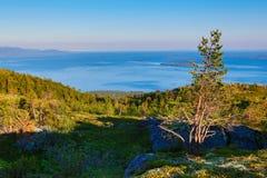 Weergeven van het Witte Overzees van de heuvels stock fotografie