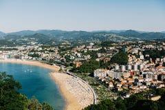 Weergeven van hierboven van San Sebastian, Spanje in Baskisch Land stock fotografie