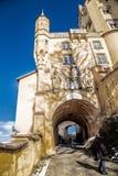 Weergeven van Hohenschwangau-kasteel, zichtbare toren, muren, passage in de vorm van een tunnel stock afbeelding