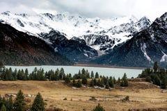 Weergeven van hoogland, Tibet, China stock afbeeldingen