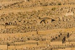 Weergeven van Joodse graven op het Onderstel van Olijven in Jeruzalem, Israël royalty-vrije stock foto