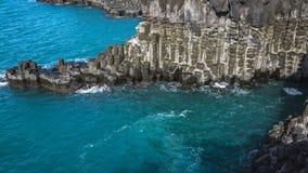 Weergeven van Jusangjeollidae Jusangjeolli is steenpijlers die omhoog langs de kust worden opgestapeld en is een aangewezen cultu royalty-vrije stock fotografie