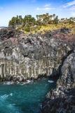 Weergeven van Jusangjeollidae Jusangjeolli is steenpijlers omhoog langs de kust worden opgestapeld en is een aangewezen cultureel stock foto