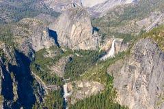 Weergeven van Lente en Nevada Falls van het Gletsjerpunt in het Nationale Park van Yosemite, Californië, de V.S. royalty-vrije stock afbeelding