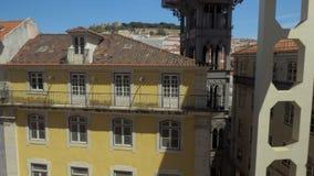 Weergeven van Lissabon met Santa Justa Lift, Portugal stock footage