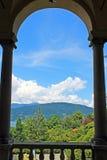 Weergeven van meer Maggiore van het balkon van het Paleis op het Eiland Isola Madre stock afbeeldingen