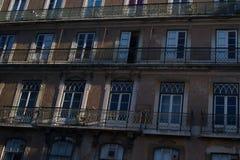 Weergeven van od die façade in Lissabon bouwen royalty-vrije stock fotografie