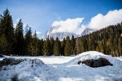Weergeven van Onderstel Tofana Di Rozes, zoals die van de weg aan Passo Giau, hoge alpiene pas dichtbij Cortina D ?Ampezzo, Dolom royalty-vrije stock foto's