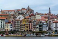 Weergeven van Oude Porto stad en Ribeira over Douro-rivier in Porto, Portugal stock afbeeldingen