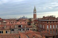 Weergeven van Palazzo Contarini del Bovolo op de architectuurachtergrond van Veneti? stock foto