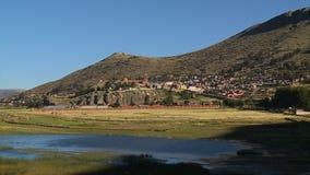 Weergeven van Puno-kathedraal van meer Titicaca, Peru stock footage
