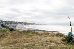 Weergeven van Quiberville en het strand met plaatselijke bewoners en bezoekers Quiberville is een commune in Normandië, Frankrijk royalty-vrije stock foto