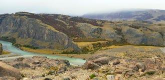 Weergeven van Rio De Las Vueltas met de herfstkleuren, Argentinië royalty-vrije stock fotografie