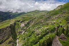 Weergeven van Rohtang-pas bij mooie groene vallei, Himachal Pradesh stock afbeelding