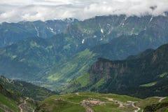 Weergeven van Rohtang-pas bij mooie groene vallei, Himachal Pradesh stock afbeeldingen