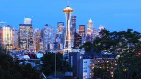 Weergeven van Seattle, Washington de stad in bij schemering royalty-vrije stock foto's