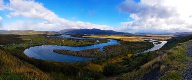Weergeven van Serrano-Rivier van Mirador Rio Serrano, Torres del Paine, Chili stock afbeeldingen